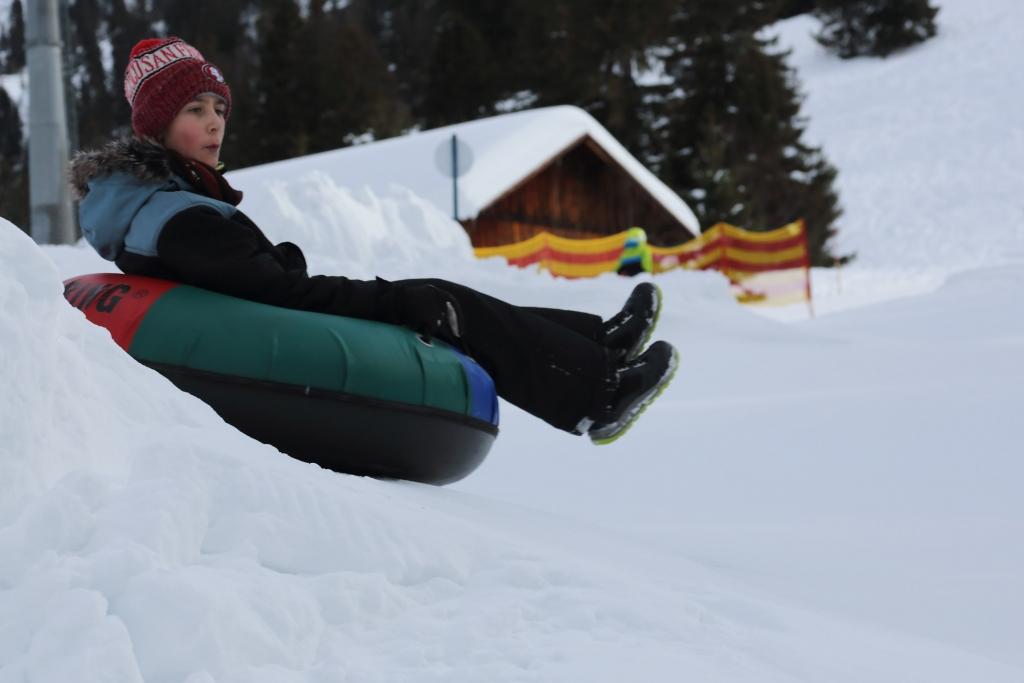 4Y8C6068 Snowtubing